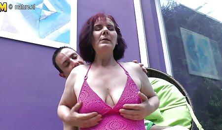 الفتاة انزلقت قليلا بين الثديين ، شقراء افلام جنس مجانية مع الشعر الكبير