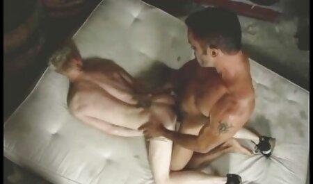 الأزواج في الحب ، في محاولة لممارسة الجنس عن طريق الفم في قصص افلام سكس مصريه أوضاع غير عادية